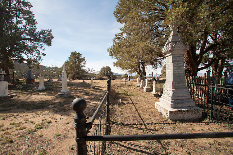 Tonepah, Nevada, Old town cemetery, pioneer graves, Nye County, America's disappearing western towns,