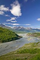 Matanuska river along the Glenn Highway, Chugach mountains. Alaska