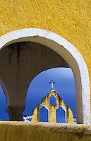 Convent bell tower viewed through an arch, Convento De San Antonio De Padua, Izamal, Yucatan, Mexico foto, reise, photograph, image, images, photo,<br /> photos, photography, picture, pictures, urlaub, viaje, vacation, imagen, viagi, stock