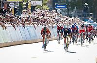 Elisa Balsamo (ITA/Valcar) wins the rainbow sprint against Marianne Vos (NED/Jumbo-Visma)<br /> <br /> Women Elite - Road Race (WC)<br /> from Antwerp to Leuven (158km)<br /> <br /> UCI Road World Championships - Flanders Belgium 2021<br /> <br /> ©kramon (pool pic)