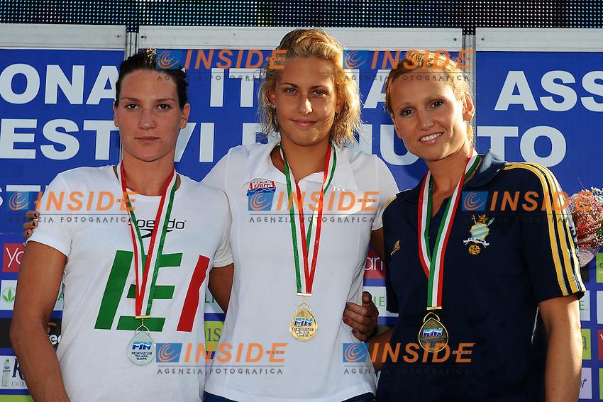 """100 dorso F<br /> 1. Arianna Barbieri (Azzurra 91) 58""""97<br /> 2. Valentina De Nardi (CS Esercito/Larus Nuoto) 59""""71<br /> 3. Romina Armellini (CC Aniene)<br /> Roma 5/8/2011 Polo Natatorio Ostia<br /> Campionati Nazionali Assoluti Estivi<br /> Foto Insidefoto Andrea Staccioli"""