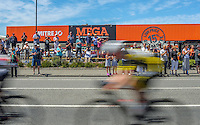 Fans cheers the riders past the finish line during stage five of the NZ Cycle Classic UCI Oceania Tour in Masterton, New Zealand on Tuesday, 26 January 2017. Photo: Dave Lintott / lintottphoto.co.nz