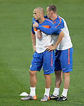 Netherland's players John Heitinga (L) and Andre Ooijer (R) hold eachother during a soccer training session at the Athlone stadium in Cape Town July 5, 2010. REUTERS/Michael Kooren (SOUTH AFRICA) ...