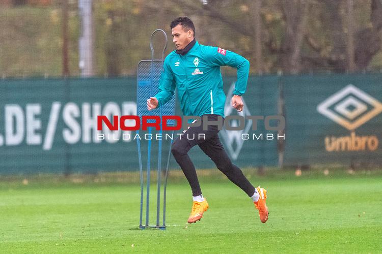 16.11.2020, Trainingsgelaende am wohninvest WESERSTADION - Platz 12, Bremen, GER, 1.FBL, Werder Bremen Training<br /> <br /> Davie Selke  (SV Werder Bremen #09)<br /> <br /> Rehatraining<br /> <br /> <br /> Foto © nordphoto / Kokenge *** Local Caption ***