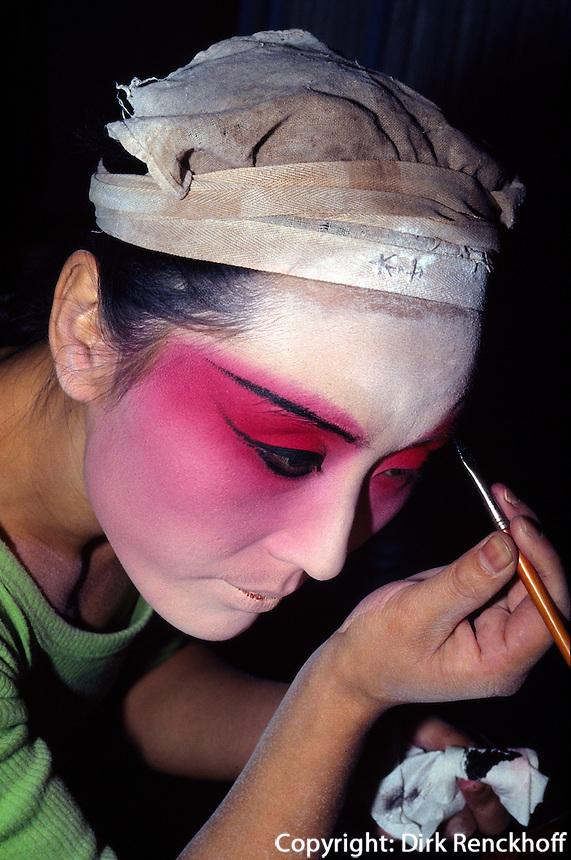 China, Peking, Pekingoper im Zheng YiCi-Theater, in der Maske