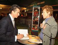 23-2-06, Netherlands, tennis, Rotterdam, ABNAMROWTT, Tournament director Richard Krajicek signing his book for fans