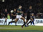 Joe Rokocoko flicks an inside pass. All Blacks v South Africa. International Tri Nations Rugby. Jade Stadium, Christchurch, New Zealand. Saturday 14 July 2007. Photo: Marc Weakley