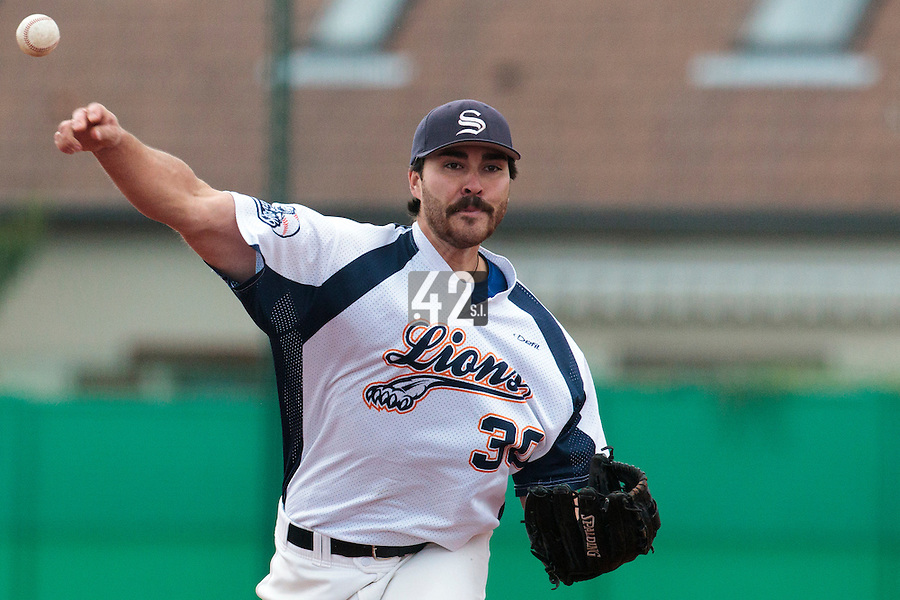 16 October 2010: Tim Stewart of Savigny pitches against Rouen during Rouen 16-4 win over Savigny, during game 1 of the French championship finals, in Savigny sur Orge, France.