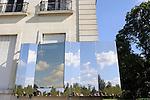 Événement autour du château<br /> Pose de la première plaque d'inox poli miroir<br /> <br /> Parc Culturel de Rentilly<br /> Bussy-Saint-Martin<br /> le 15/09/2012<br /> © Laurent Paillier / photosdedanse.com