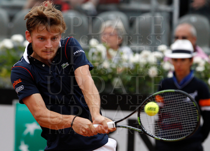 Il belga David Goffin in azione contro lo spagnolo David Ferrer durante gli Internazionali d'Italia di tennis a Roma, 15 maggio 2015. <br /> Belgium's David Goffin in action against Spain's David Ferrer during the Italian Open tennis tournament in Rome, 15 May 2015.<br /> UPDATE IMAGES PRESS/Riccardo De Luca