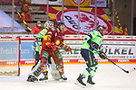 Alexander Karachun (Duesseldorfer EG, Nr. 24) versucht, Michael Garteig (ERC Ingolstadt, Nr. 34) die Sicht zu nehmen<br /> im Spiel der Duesseldorfer EG gegen den ERC Ingolstadt (Penny DEL, 07.04..2021)<br /> <br /> Foto © PIX-Sportfotos *** Foto ist honorarpflichtig! *** Auf Anfrage in hoeherer Qualitaet/Aufloesung. Belegexemplar erbeten. Veroeffentlichung ausschliesslich fuer journalistisch-publizistische Zwecke. For editorial use only.