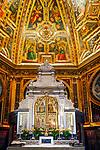 Deutschland, Nordrhein-Westfalen, Kevelaer: Gnadenkapelle - Altarraum mit Kuppel | Germany, Northrhine-Westphalia, Kevelaer: Chapel of Mercy - altar and dome
