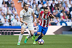 Jorge Resurreccion Merodio, Koke, (r) of Atletico de Madrid fights for the ball with Gareth Bale of Real Madrid during their La Liga match between Real Madrid and Atletico de Madrid at the Santiago Bernabeu Stadium on 08 April 2017 in Madrid, Spain. Photo by Diego Gonzalez Souto / Power Sport Images