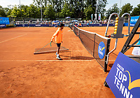 Netherlands, September 12,  2021, Naaldwijk KIA Competition mixed, premier league, LTC Naaldwijk vs TC Leimonias, womans single: Sweeping the coert<br /> Photo: Henk Koster/tennisimages.com