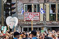 Canada, visite de Leurs Altesses Royales, le Duc et la Duchesse de Cambridge à Montréal, manifestations pour et contre la visite devant l'ITHQ // Canada, visit of Their Royal Highnesses, the Duke and Duchess of Cambridge in Montreal, demonstrations for and against the visit to the ITHQ<br /> PHOTO :  Agence Quebec presse