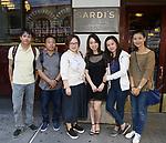 Central Academy of Drama: Professors visit Sardi's