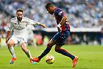 Real Madrid´s Daniel Carvajal (L) and Barcelona´s Neymar Jr during La Liga match between Real Madrid and F.C. Barcelona in Santiago Bernabeu stadium in Madrid, Spain. October 25, 2014. (ALTERPHOTOS/Victor Blanco)