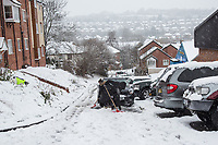 People dig there car a way through the snow <br /> Weather - the Snowfall in High Wycombe, England on 10 December 2017. Photo by Andy Rowland.