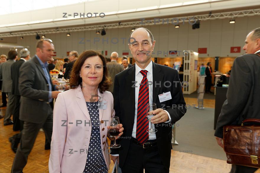 v.l.n.r. Susanna Ganser, Marco Ganser: Ganser CRS AG, <br /> am Aussenwirtschaftsforum der Switzerland Global Enterprise 3. April 2014 in Zuerich <br /> <br /> Copyright © Zvonimir Pisonic