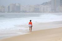 RJ. Rio de Janeiro. 20.08.2020. CLIMA PRAIA Movimentação na praia do Leme, zona sul, nesta quinta-feira, (20), nublada. ( Foto: Ellan Lustosa/ Código 19).