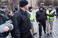 """Am Samstag den 31. Januar 2015 versammelten sich auf dem Staromestske Namesti-Platz (Alststaetter Markt / Old Town Square) in Prag ca. 500 Anhaenger der Pegida-Bewegung. Wie in Deutschland sind die Pegida (Patriotische Europaere gegen die Islamisierung des Abendlandes) Neonazis, Hooligans, Islamsfeinde und sog. """"Besorgte Buerger"""".<br /> Gegen die Pegida-Kundgebung protestierten Vertreter verschiedener Religionen, Antifaschisten, Sinti und Roma mit einem Gottesdienst, Gesaengen und Plakaten und Schildern, auf denen sich zum Teil ueber die Islamophobie der Pegida-Anhaenger lustig gemacht wurde. Beide Veranstaltungen fanden gleichzeitig nebeneinander auf dem Platz statt. Aus der Pegida-Kundgebung kamen immer wieder heftige Beschimpfungen und Neonazis versuchten Gegendemonstranten ein Transparent zu entreissen.<br /> Im Bild: Neonazis gegen auf Teilnehmer der Gegenkundgebung los. Sie wurden von der Polizei wieder zur Pegida-Kundgebung bebracht.<br /> 31.1.2015, Prag<br /> Copyright: Christian-Ditsch.de<br /> [Inhaltsveraendernde Manipulation des Fotos nur nach ausdruecklicher Genehmigung des Fotografen. Vereinbarungen ueber Abtretung von Persoenlichkeitsrechten/Model Release der abgebildeten Person/Personen liegen nicht vor. NO MODEL RELEASE! Nur fuer Redaktionelle Zwecke. Don't publish without copyright Christian-Ditsch.de, Veroeffentlichung nur mit Fotografennennung, sowie gegen Honorar, MwSt. und Beleg. Konto: I N G - D i B a, IBAN DE58500105175400192269, BIC INGDDEFFXXX, Kontakt: post@christian-ditsch.de<br /> Bei der Bearbeitung der Dateiinformationen darf die Urheberkennzeichnung in den EXIF- und  IPTC-Daten nicht entfernt werden, diese sind in digitalen Medien nach §95c UrhG rechtlich geschuetzt. Der Urhebervermerk wird gemaess §13 UrhG verlangt.]"""
