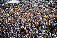 """CUCUTA -COLOMBIA, 22-02-2019.  Miles de personas assiten al concierto """"Venezuela Aid Live"""" que se realiza hoy, 22 de febrero de 2019, en el puente internacional Las Tienditas en la frontera de Cucuta, Colombia con Venezuela, con el objetivo de pedir al gobierno de Nicolás Maduro permitir la entrada de ayuda humanitaria a su país. En el concierto participarán 35 artistas regionales e internacionales en una escenario giratorio. / Thousand of people gathered to the concert """"Venezuela Aid Live"""" on the International bridge las Tienditas on the border of Cucuta, Colombia with Venezuela with the objetive of asking to the Maduro's regimen allow the humanitarian aid to income to the Venezuelan territories. In the concert, 35 regional and international artists participate in a revolving stage. Photo: VizzorImage / Manuel Hernandez / Cont"""