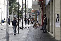 Campinas (SP), 17/03/2021 - Toque de recolher/Covid -  Movimentacao na Rua 13 de Maio, nessa quarta-feira (17). <br />O toque de recolher anunciado ontem (16) pela Prefeitura de Campinas (SP) pretende restringir ainda mais a quarentena de covid-19 na cidade, apos o colapso da rede de saude. A intencao na pratica e retirar a populacao da rua a partir das 20h ate as 5h, com abordagens policiais e fechamento de supermercados - que ate entao podiam funcionar sem restricao de horario. <br />A nova medida comeca amanha (18) e vale ate o dia 30 de marco, seguindo a fase emergencial no estado de Sao Paulo. (Foto: Denny Cesare/Codigo 19/Codigo 19)