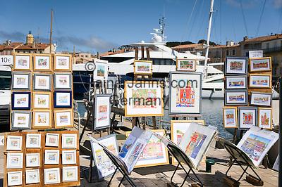 France, Provence-Alpes-Côte d'Azur, Saint-Tropez: artists selling their work at the marina   Frankreich, Provence-Alpes-Côte d'Azur, Saint-Tropez: Maler bieten ihre Bilder im  Yachthafen zum Kauf an