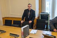"""2. Sitzungstag des Berliner """"Amri-Untersuchungsausschuss"""".<br /> Am Freitag den 8. September 2017 fand die 2. Sitzung des sogenannte """"Amri-Untersuchungsausschuss des Berliner Abgeordnetenhaus. Statt. Der 1. Untersuchungsausschuss der 18. Wahlperiode will versuchen die diversen Unklarheiten im Fall des Weihnachtsmarkt-Attentaeters zu aufzuklaeren.<br /> Im Bild: Der ehenmalige Polizeifuehrer Michael Knape. Er arbeitet als externer Mitarbeiter und Experte fuer die FDP im Ausschuss.<br /> 8.9.2017, Berlin<br /> Copyright: Christian-Ditsch.de<br /> [Inhaltsveraendernde Manipulation des Fotos nur nach ausdruecklicher Genehmigung des Fotografen. Vereinbarungen ueber Abtretung von Persoenlichkeitsrechten/Model Release der abgebildeten Person/Personen liegen nicht vor. NO MODEL RELEASE! Nur fuer Redaktionelle Zwecke. Don't publish without copyright Christian-Ditsch.de, Veroeffentlichung nur mit Fotografennennung, sowie gegen Honorar, MwSt. und Beleg. Konto: I N G - D i B a, IBAN DE58500105175400192269, BIC INGDDEFFXXX, Kontakt: post@christian-ditsch.de<br /> Bei der Bearbeitung der Dateiinformationen darf die Urheberkennzeichnung in den EXIF- und  IPTC-Daten nicht entfernt werden, diese sind in digitalen Medien nach §95c UrhG rechtlich geschuetzt. Der Urhebervermerk wird gemaess §13 UrhG verlangt.]"""
