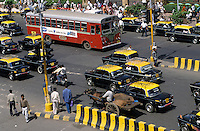 "S?dasien Asien Indien IND Mumbai Bombay , Strassenverkehr mit Taxi und Ochsenkarren - Verkehr xagndaz | .South Asia India Mumbai ,  traffic with cab and bullock cart .| [ copyright (c) Joerg Boethling / agenda , Veroeffentlichung nur gegen Honorar und Belegexemplar an / publication only with royalties and copy to:  agenda PG   Rothestr. 66   Germany D-22765 Hamburg   ph. ++49 40 391 907 14   e-mail: boethling@agenda-fototext.de   www.agenda-fototext.de   Bank: Hamburger Sparkasse  BLZ 200 505 50  Kto. 1281 120 178   IBAN: DE96 2005 0550 1281 1201 78   BIC: ""HASPDEHH"" ,  WEITERE MOTIVE ZU DIESEM THEMA SIND VORHANDEN!! MORE PICTURES ON THIS SUBJECT AVAILABLE!! INDIA PHOTO ARCHIVE: http://www.visualindia.net ] [#0,26,121#]"
