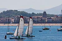 Europe/France/Aquitaine/64/Pyrénées-Atlantiques/Pays-Basque/Saint-Jean-de-Luz: Voiliers dans la baie de Saint-Jean-de-Luz, en fond Saint-Jean-de-Luz