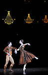 IN THE NIGHT....Choregraphie : ROBBINS Jerome..Mise en scene : ROBBINS Jerome..Compositeur : CHOPIN Frederic..Compagnie : Ballet de l Opera National de Paris..Lumiere : TIPTON Jennifer..Costumes : DOWELL Antony..Avec :..LETESTU Agnes..BULLION Stephane..Lieu : Opera Garnier..Ville : Paris..Le : 20 04 2010..© Laurent PAILLIER / photosdedanse.com