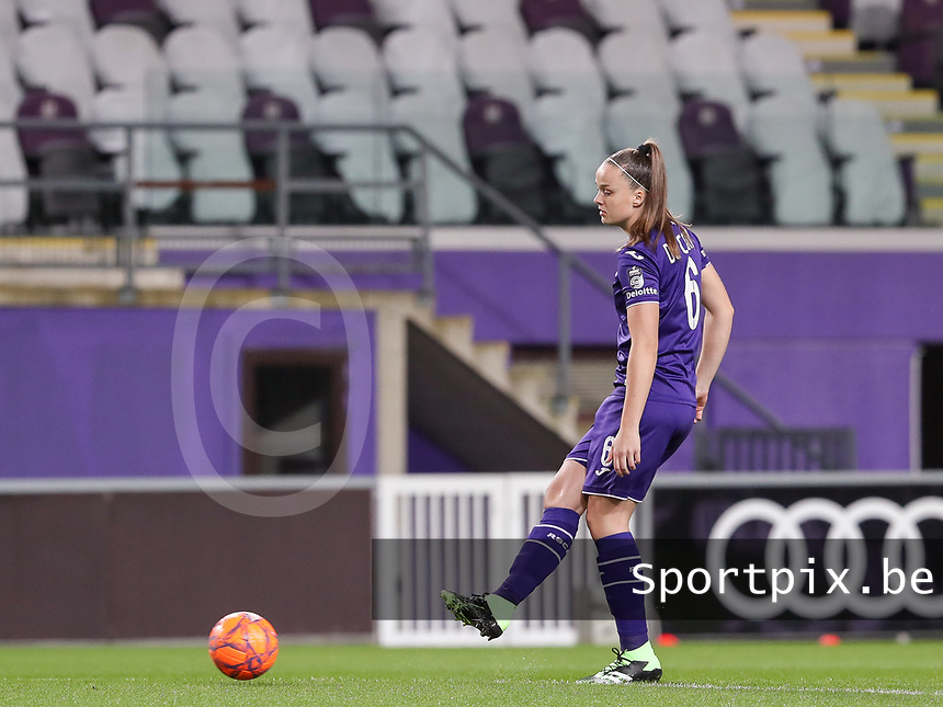 Tine De Caigny (6 Anderlecht) with the ball during a female soccer game between RSC Anderlecht Dames and Portugese Benfica Ladies  in the second qualifying round for the Uefa Womens Champions League of the 2020 - 2021 season , Wednesday 18 th of November 2020  in ANDERLECHT , Belgium . PHOTO SPORTPIX.BE | SPP | SEVIL OKTEM