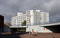 Nederland  Amsterdam-  2020.   Amsterdam Noord Mosplein. NH Hotels. Tunnel onder de Johan van Hasseltweg.   Foto : ANP/ HH / Berlinda van Dam