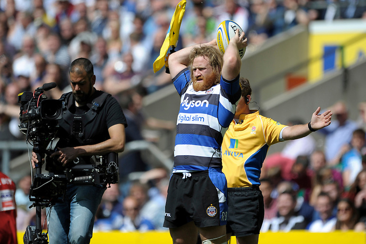 Ross Batty of Bath Rugby throws in at the lineout during the Aviva Premiership Rugby Final between Bath Rugby and Saracens at Twickenham Stadium on Saturday 30th May 2015 (Photo by Rob Munro)