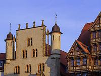 Tempelhaus -Besucherzentrum Welterbe und Wedekindhaus am historischen Marktplatz, Hildesheim, Niedersachsen, Deutschland, Europa<br /> Temple House -World Heritage visitor's center and Wedekind House at historical marketplace, Hildesheim, Lower Saxony, Germany, Europe