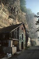 Europe/France/Midi-Pyrénées/46/Lot/Vallée du Lot/Cajarc: La Toulzanie Grange à Tabac<br /> PHOTO D'ARCHIVES // ARCHIVAL IMAGES<br /> FRANCE 1990