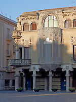 The Casa Navas is situated on Mercadal Square in the Spanish city of Reus. A colonnade of four arches with capitals carved with flowers, heralds the entrance to the property at street level