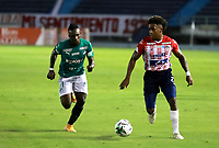 BARRANQUILLA - COLOMBIA, 17-02-2021: Fabian Viafara de Atletico Junior y Kevin Velasco de Deportivo Cali disputan el balon, durante partido entre Atletico Junior y Deportivo Cali, de la fecha 7 por la Liga BetPlay DIMAYOR I 2021 jugado en el estadio Metropolitano Roberto Melendez de la ciudad de Barranquilla. / Fabian Viafara of Atletico Junior and Kevin Velasco of Deportivo Cali battle for the ball, during a match between Atletico Junior and Deportivo Cali of the 7th date for BetPlay DIMAYOR I 2021 League played at the Metropolitano Roberto Melendez Stadium in Barranquilla city. / Photo: VizzorImage / Jairo Cassiani / Cont.