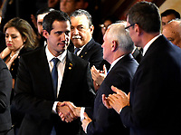 BOGOTÁ – COLOMBIA, 24-02-2019: Mike Pence Vicepresidente de Estados Unidos de América estrecha la mano de Juan Guaidó, Presidente interino de Venezuela, durante la 11ª reunión de Ministros de Relaciones Exteriores del Grupo de Lima en Bogotá, Colombia. El grupo de 14 miembros de Lima, que incluye a la mayoría de los paises latinoamericanos. Es la primera reunión en la que Venezuela participará como miembro del grupo de Lima, representado por el presidente interino Juan Guaido. / Mike Pence Vice President of the United States of America shakes hands with Juan Guaido, during the 11th Lima Group Foreign Ministers meeting in Bogota, Colombia. The 14-member Lima Group, which includes most Latin American. It is first meeting in which Venezuela will participate as a member of the Lima group, represented by the Acting President Juan Guaido. Photo: VizzorImage / Luis Ramírez / Staff.