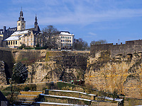 Blick von Grund auf Bock-Kasematten, Luxemburg-City, Luxemburg, Europa, UNESCO-Weltkulturerbe<br /> Bock Casemate seen vom Grund, Luxembourg City, Europe, UNESCO Heritage Site