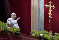 "Pope Francis delivers the ""Urbi et Orbi"" blessing to the city and to the world from the balcony of St Peter's basilica after the Easter Sunday Mass on April 1, 2018 in Vatican."
