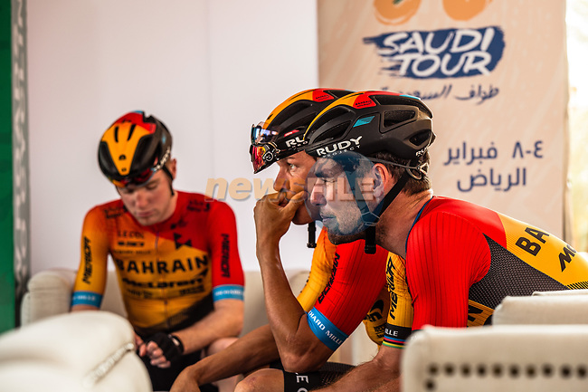 Mark Cavendish (GBR) and Bahrain-McLaren team mates before the start of Stage 5 of the Saudi Tour 2020 running 144km from Princess Nourah University to Al Masmak, Saudi Arabia. 8th February 2020. <br /> Picture: ASO/Kåre Dehlie Thorstad | Cyclefile<br /> All photos usage must carry mandatory copyright credit (© Cyclefile | ASO/Kåre Dehlie Thorstad)