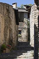 Europe/France/Languedoc-Roussillon/66/Pyrénées-Orientales/Conflent/Olette/Le hameau médiéval  d'Evol présente une remarquable homogénéité architecturale. Il possède en effet des murs de schistes et couvertures en lauzes, il fait parie des Plus Beaux Villages de France