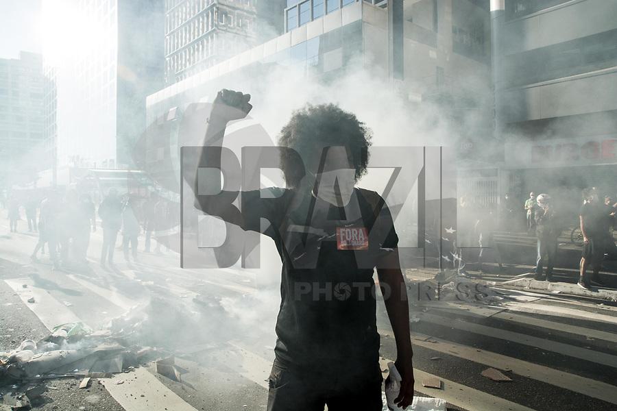 SAO PAULO, SP, 31.05.2020 PROTESTO-SP - Torcidas organizada e manifestantes realizam ato pela Democracia na Avenida Paulista neste domingo, 31durante a Pandemia de Coronavirus Covid-19 no Brasil. ( Foto: Andre Ribeiro/ Brazil Photo Press/Folhapress)