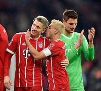 18.11.2017,  Football 1.Liga 2017/2018, 12. match day, FC Bayern Muenchen - FC Augsburg, in Allianz-Arena Muenchen. Blondies vereint, v.li: Robert Lewandowski (FC Bayern Muenchen) and Rafinha (FC Bayern Muenchen)  zufrieden. re: goalkeeper Sven Ulreich (FC Bayern Muenchen). *** Local Caption *** © pixathlon<br /> <br /> +++ NED + SUI out !!! +++<br /> Contact: +49-40-22 63 02 60 , info@pixathlon.de