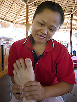 Thailand. Trat province. Foot massage on the beach near the village of Ban Bang Bao on Ko Chang island. 12.04.09 © 2009 Didier Ruef..
