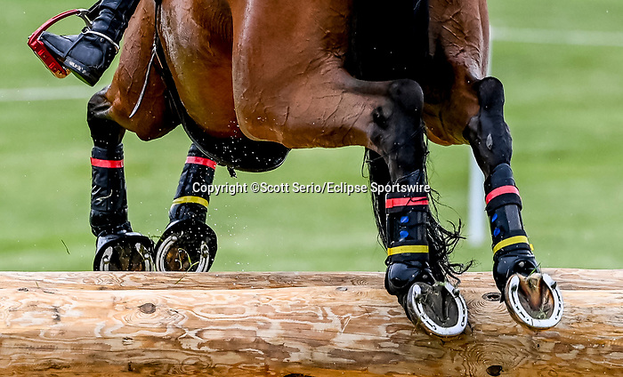 April 24, 2021: Doug Payne competes in the Cross Country phase of the Land Rover 5* 3-Day Event aboard Vandiver at the Kentucky Horse Park in Lexington, Kentucky. Scott Serio/Eclipse Sportswire/CSM