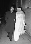NINO MANFREDI CON LA MOGLIE ERMINIA FERRARI    ROMA 1974