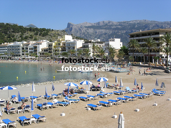 Repic Beach of Puerto de Sóller with Tramontana mountains in background<br /> <br /> Playa Repic de Puerto de Sóller (cat.: Port Soller) con la Sierra de Alfabia (Tramontana, cat.: Tramuntana) en el fondo<br /> <br /> Repic Strand von Puerto de Sóller mit dem Tramontana Gebirge im Hintergrund<br /> <br /> 2272 x 1704 px<br /> 150 dpi: 38,47 x 28,85 cm<br /> 300 dpi: 19,24 x 14,43 cm